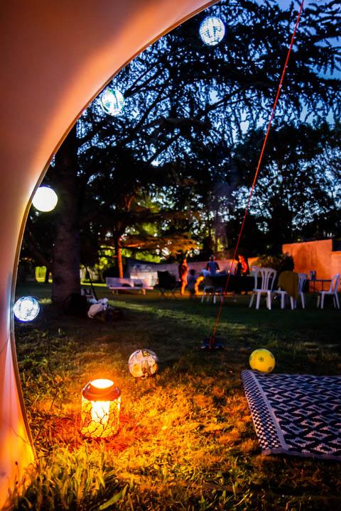 Les joies du camping de luxe de nuit